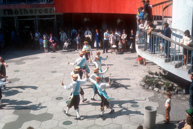 PHSNA0024-Guild-Morris-Dancers-in-St-Georges-Shopping-Centre-Preston-1972-630x420
