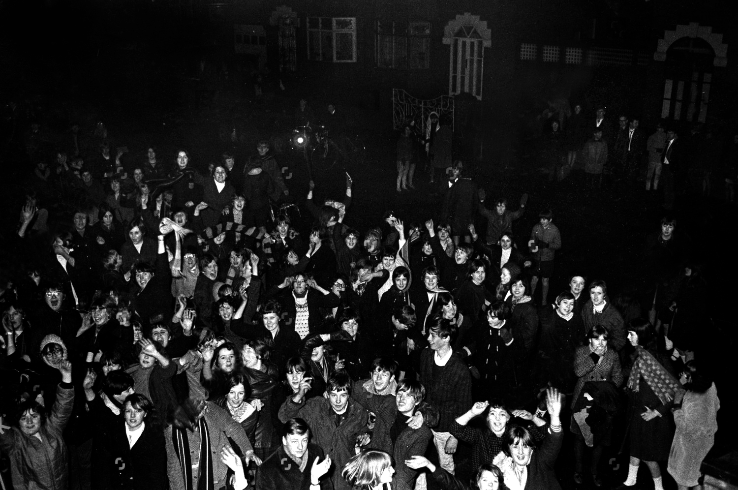 fans-congregate-outside-the-home-of-singer-davy-jones-in-clumber-road-gorton-manchester-davy-jones-died-29-2-2012-1673475a-1500